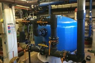 Filtre polyester en cours de montage